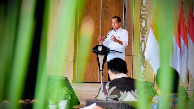 Tidak Bisa Tidak, Jokowi Minta BUMN Adaptasi Model Bisnis dan Teknologi: Kita ini Balapan