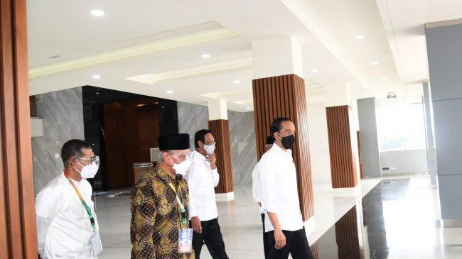 Resmikan Masjid Hajah Yuliana Sumbangsi Yendra Fahmi, Jokowi Sempatkan Salat Sunnah