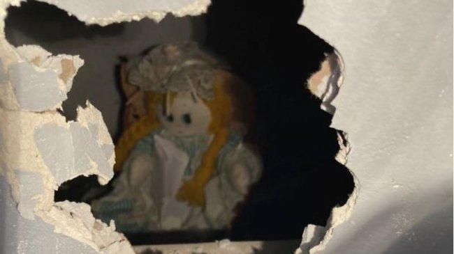 Cerita Pria Temukan Boneka Misterius di Dinding, Disertai Surat: Terima Kasih Telah Membebaskanku