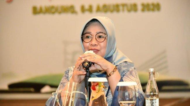 Siti Fauziah: Bijak Bermedia Sosial Dalam Mewujudkan Karakter Bangsa
