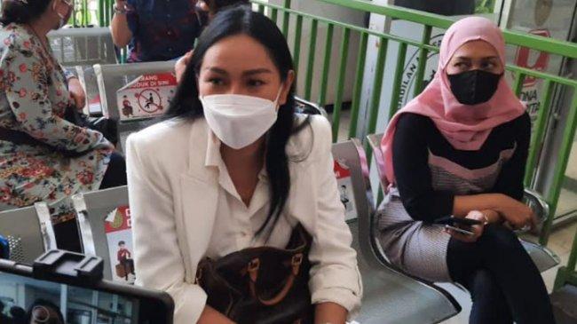 Kalina Oktarani Siap Dengar Putusan Hakim Pada Kasus Vicky Prasetyo, Mengaku Khawatir
