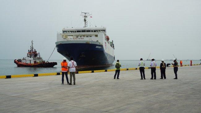 Perdana, Kapal KM Serasi V Angkut Ratusan Mobil Baru dari Pelabuhan Patimban ke Belawan