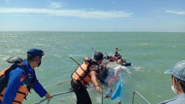 KM Ibu Jaya Tenggelam ke Dasar Laut Setelah 6 ABK Diselamatkan Petugas Pol  Airud Polres Indramayu