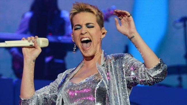 Chord Gitar dan Lirik Lagu Hot N Cold - Katy Perry : Cause You're Hot Then You're Cold