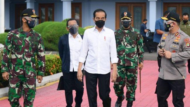 Hari Iini Presiden ke Cirebon dan Kuningan, Tinjau Vaksinasi dan Resmikan Bendungan