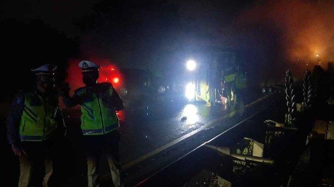 Truk Tangki Kecelakaan Beruntun di Tol Jakarta-Merak, Cairan Kimia Tumpah dan Keluarkan Asap Pekat