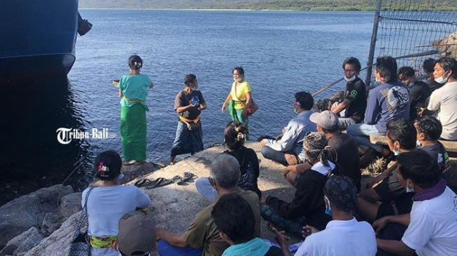 Made Wartana Rela Tidur di Sekitar Pelabuhan Gilimanuk, Tunggu Proses Pencarian Wira Anaknya