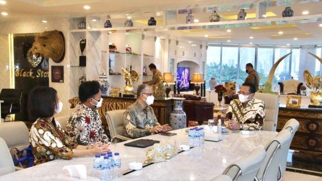 Terima RektorUniversitas Budi Luhur, Bamsoet ApresiasiKomitmen UBL Kembangkan Kendaraan Listrik