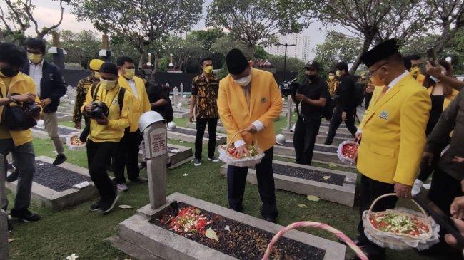 DPP Partai Golkar Ziarah Makam dan Tabur Bunga di TMP Kalibata Sambut HUT Ke-57