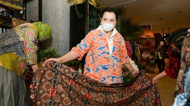 Yanti Airlangga: Mari Kita Dukung Generasi Bangga Batik