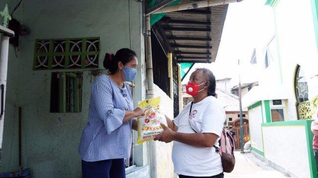 Komunitas Berbagi Untuk Warga Bantu Masyarakat Terdampak Pandemi di Pasar Manggis