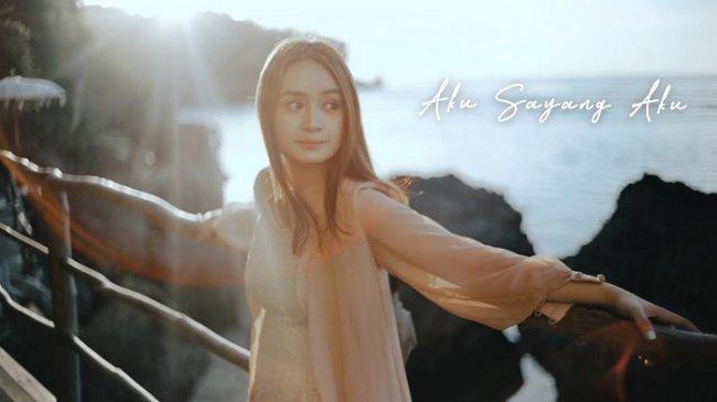 Chord Gitar Aku Sayang Aku - Chintya Gabriella, Viral di TikTok dengan Lirik: Terima Kasih Masa Lalu