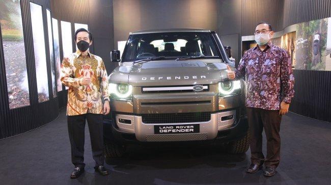 Land Rover Defender Bertema James Bond 007: No Time to Die Dipajang di Astha District 8