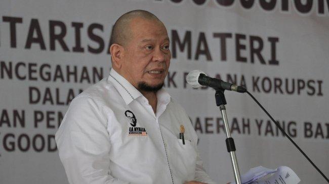 Ketua DPD RI Minta Senator Banten Bantu Ayah yang Keliling Cari Seragam Sekolah Bekas untuk Anaknya