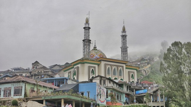 Lebaran di Nepal Van Java Lereng Gunung Sumbing Magelang