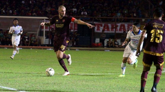 Prediksi PSM vs Arema FC: Impian Wiljan Pluim Robek Jala Singo Edan di Liga 1
