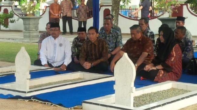 Ibas Dampingi SBY dan Ibu Ani Peringati HUT RI di Kampung Halaman