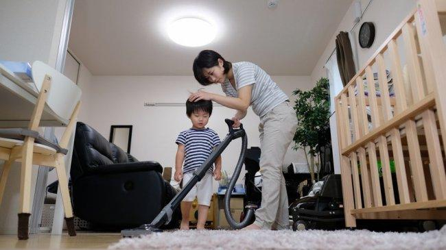 membersihkan-rumah-pakai-vacuum-20210506091213.jpg