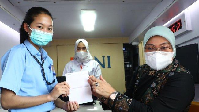Kunker ke Semarang, Menaker Tinjau Aktivasi Rekening Pekerja Penerima BSU
