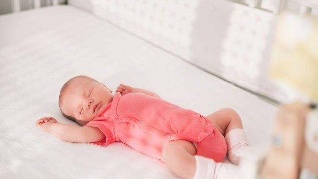 Selain Berikan Dot, Ini 6 Cara Mencegah Sindrom Kematian Bayi Mendadak
