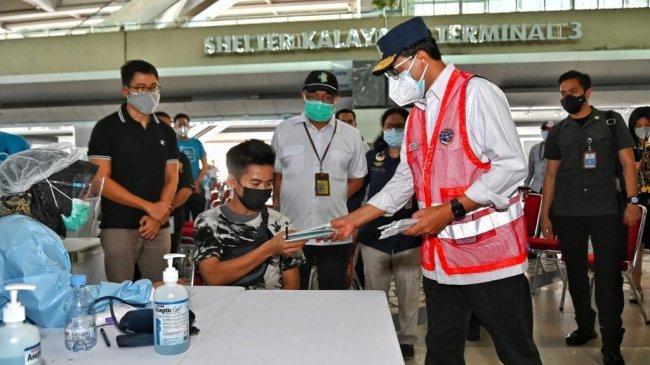 PPKM Darurat, Menhub Cek Kelancaran Pergerakan Kargo dan Layanan Vaksinasi di Bandara