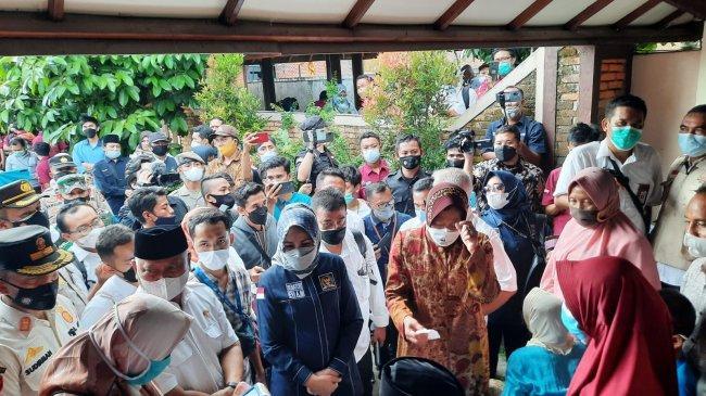 Pantau Penyaluran Bansos di Lombok, Mensos Risma Temukan Saldo KPM Kosong