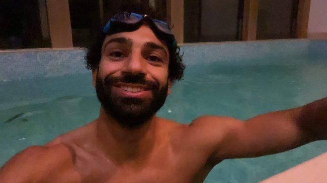Mo Salah Renang Pukul 3 Pagi Usai Menang Lawan Milan, Fan Menulis Dia Baru Selesai Salat Tahajud