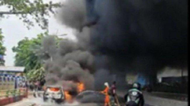 Mobil Terbakar di Kelapa Gading, Pengemudi Lolos dari Maut, Berhasil Selamatkan Diri