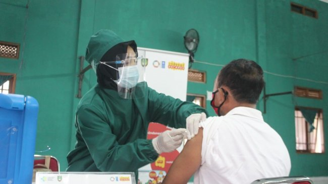 Kemenkes: Baru 5,3 Juta Lansia yang Terima Vaksin Covid-19 Dosis Pertama