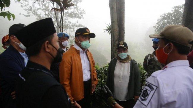 Menko PMK Bicara Dampak La Nina Saat Kunjungi Pengungsi Banjir Bandang di Puncak Bogor
