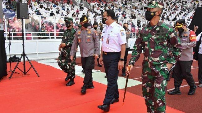 Pangdam Jaya Serta Kapolda Metro Jaya dan Gubernur DKI Jakarta Tinjau Pelaksanaan Vaksinasi di SUGBK