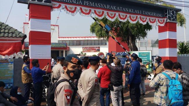 Kepanikan Ningsih Saat Tahu Kakaknya Masuk Daftar Korban Luka dalam Kebakaran di Lapas Tangerang