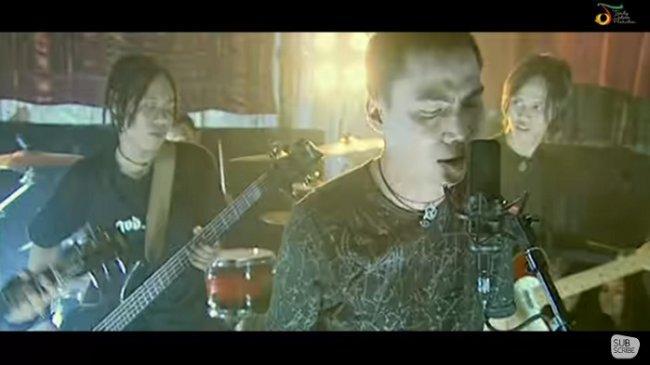Chord Lagu Terendap Laraku - Naff, Kunci Gitar dari F: Resah Jiwaku Menanti