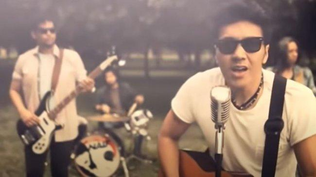Lirik dan Chord Gitar Lagu Karena Kamu Cuma Satu - Naif: Denganmu Semua Air Mata