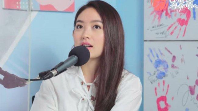 Berpakaian Ala Suster di Instagram, Natasha Wilona Curi Perhatian Netizen