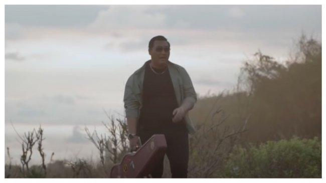 Chord dan Lirik Lagu Mendung Tanpo Udan - Ndarboy Genk dari Kunci C: Awak Dewe Tau Nduwe Bayangan