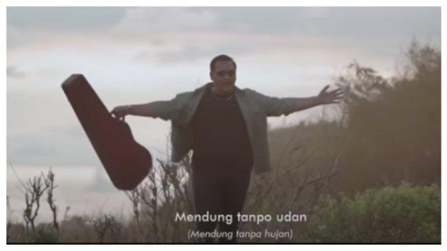 Chord Gitar Lagu Mendung Tanpo Udan - Ndarboy Genk, Kunci C: Awak Dewe Tau Nduwe Bayangan