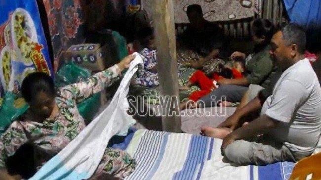 Kisah Pilu Nenek Sukini di Lumajang, Rumah Roboh Kena Gempa, Kini Tinggal di Kandang Kambing