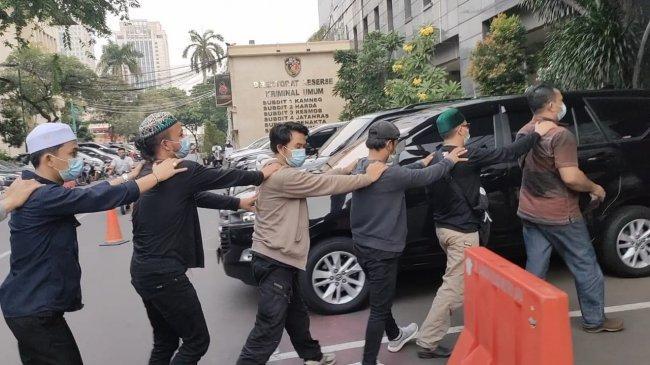 Kuasa Hukum Rizieq Shihab Pastikan Seluruh Simpatisan yang Diamankan Polisi Telah Dipulangkan