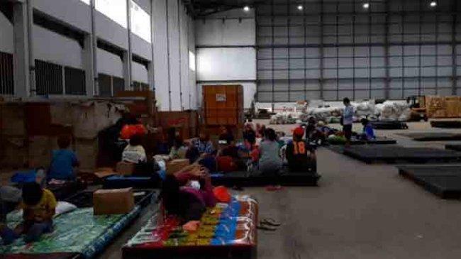 Banjir Surut, Warga Pondok Gede Permai Mulai Tinggalkan Posko Pengungsian