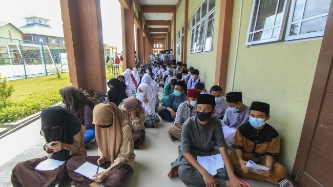 Indonesia Terima 2 Juta Vaksin dari China dan Sinovac