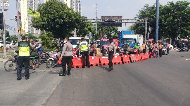 Ada Penyekatan di Daan Mogot Jakarta Barat, Kendaraan Diputar Balik ke Arah Tangerang