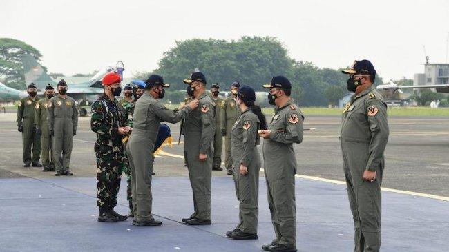 Panglima TNI Sematkan Brevet Wing Kehormatan Penerbang untuk Ketua MPR, Ketua DPR, Kapolri dan KSAL