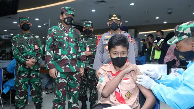 Panglima TNI: Akselerasi Vaksinasi Terus Dilakukan Meski di Wilayah yang Capaiannya Telah Tinggi