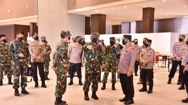 Panglima TNI Salurkan Bantuan Laptop untuk Tracer Digital Covid-19 di Jawa Timur