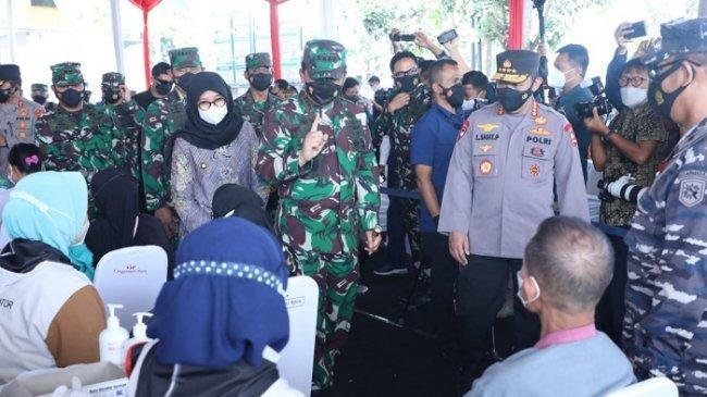 Tinjau Vaksinasi di RSNU, Panglima TNI: Covid-19 Sudah Turun, Kita Patut Bersyukur dan Tetap Waspada