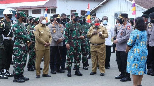 Panglima TNI: Penggunaan Masker dan Disiplin Prokes Harus Terus Ditingkatkan di Papua Barat