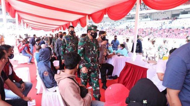 Tinjau Sentra Vaksinasi di GBK, Panglima TNI: ''Ajak Mereka yang Belum Vaksin''