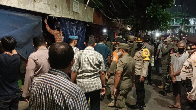 Melanggar PPKM Darurat, Pasar Hewan Jatinegara Ditutup Paksa Aparat Keamanan
