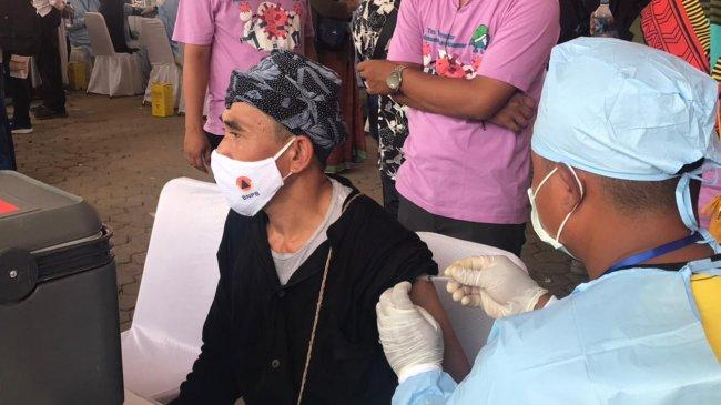 50% Target Vaksinasi Covid-19 di Indonesia Sudah Disuntik Vaksin Dosis Pertama
